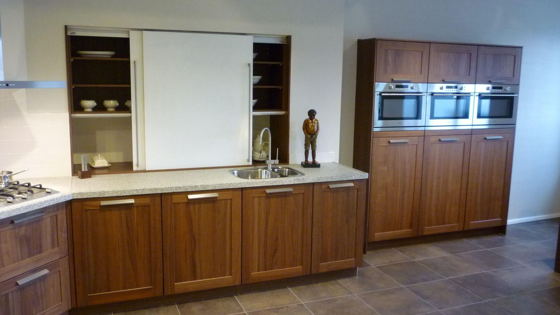 Het grootste keukenaanbod van nederland noten hout keuken met granieten - Granieten werkblad keuken ...