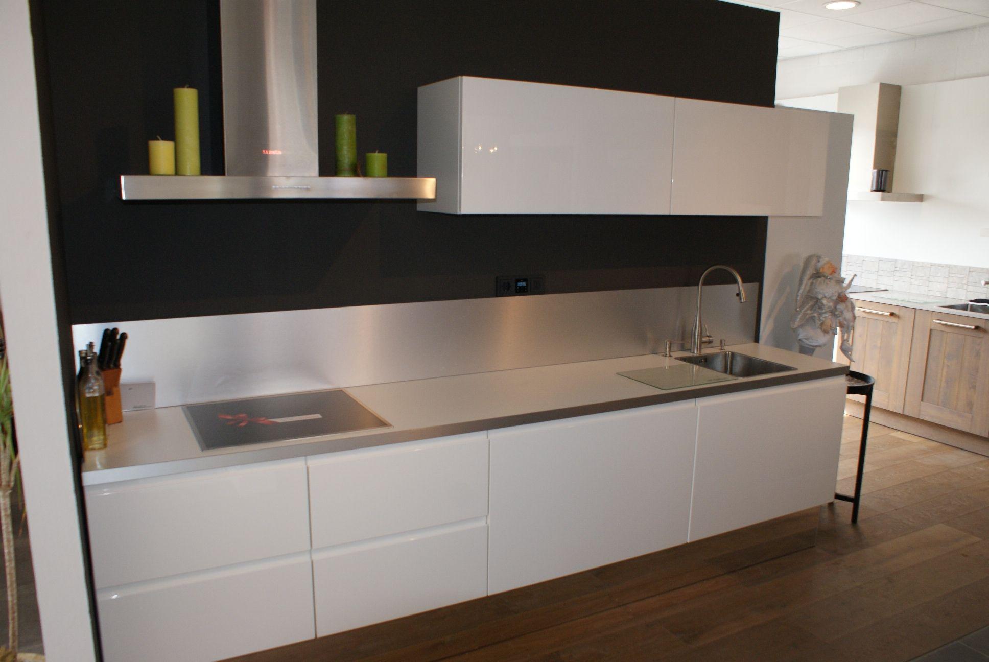 Het grootste keukenaanbod van nederland select nieuw greeploos 50086 - Model keuken wit gelakt ...