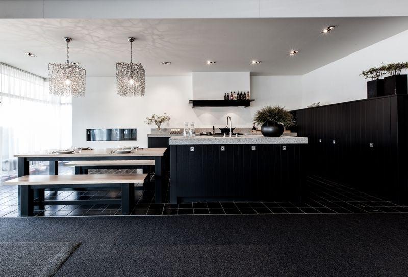 Het grootste keukenaanbod van nederland modern landelijke eilandkeuken 46090 - Ingerichte keuken met geintegreerde tafel ...