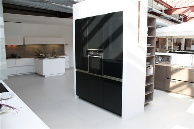 Recht Keuken Zwart : Keukenstekoop het grootste keukenaanbod van nederland