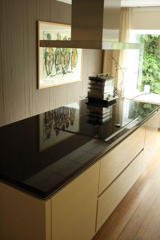 Het grootste keukenaanbod van nederland greeploze magnolia keuken met - Keuken met granieten werkblad ...