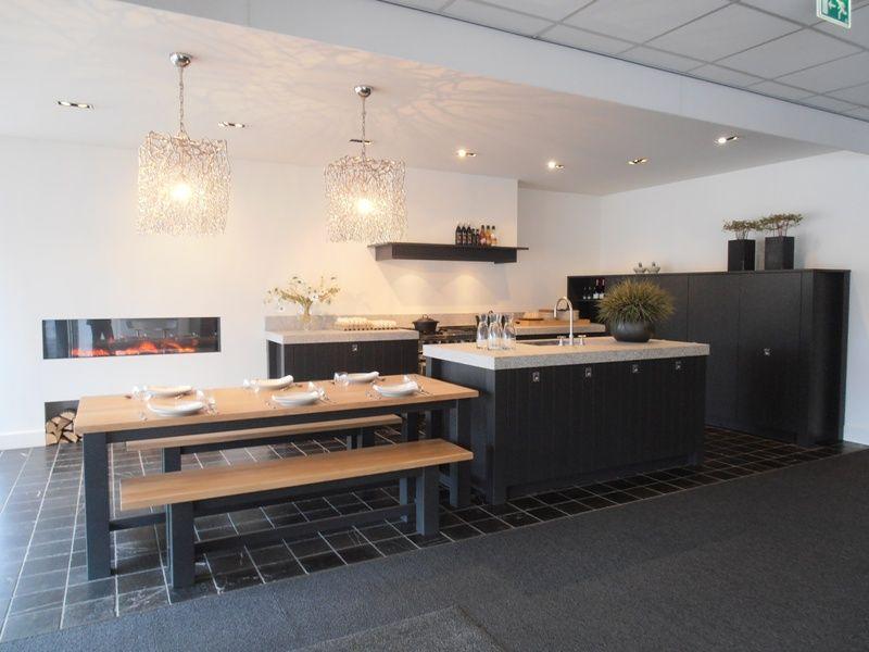 Het grootste keukenaanbod van nederland modern landelijke eilandkeuken 46090 for Keuken eiland met eethoek