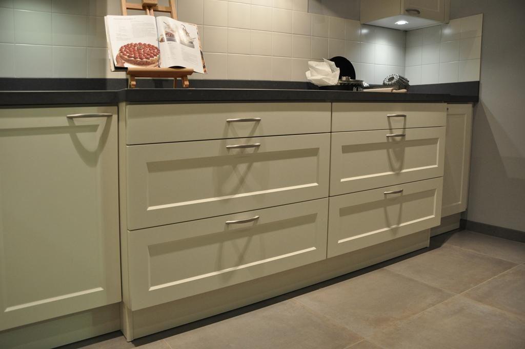 Keuken Plint Hoek : keukenaanbod van Nederland Hoek Keuken wit modern Keller [48903