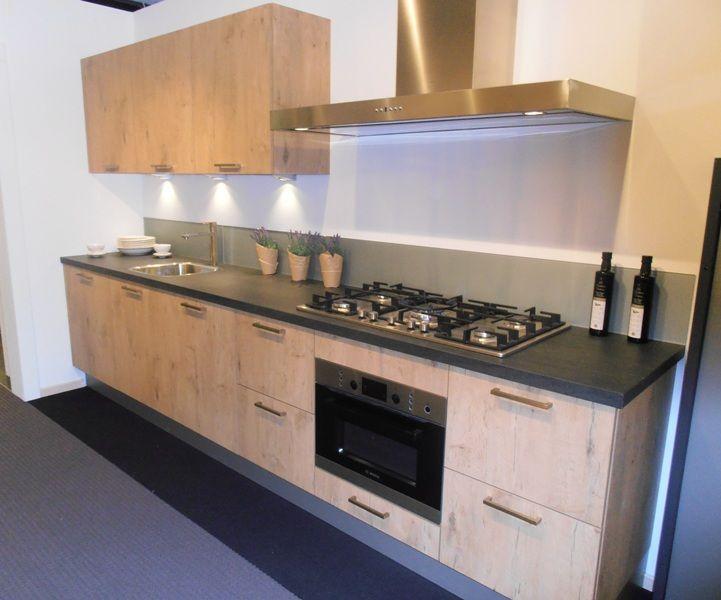 ... keukenaanbod van Nederland  Rechte keuken in kasteel eiken [53717