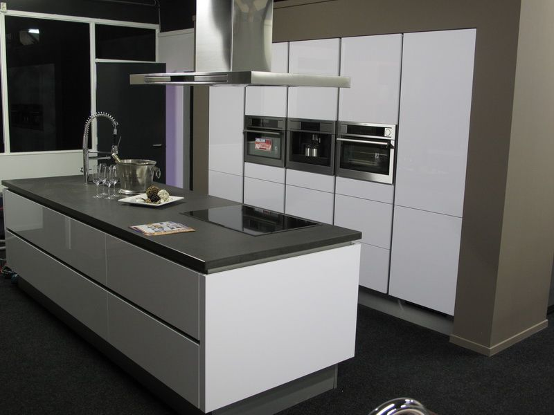 Het grootste keukenaanbod van nederland greeploze hoogglans gelakte keuken - Model keuken wit gelakt ...