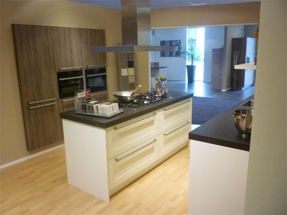 Het grootste keukenaanbod van nederland kader wit met hout kookeiland 55521 - Modele en ingerichte keuken ...