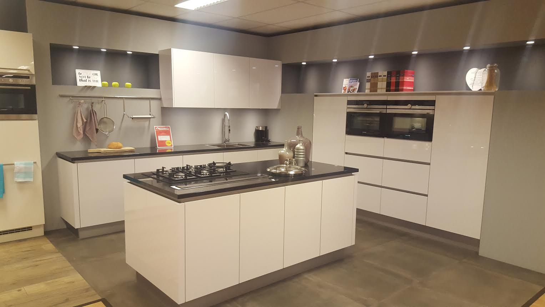 Het grootste keukenaanbod van nederland keuken 39 izaks 39 57292 - Model keuken wit gelakt ...