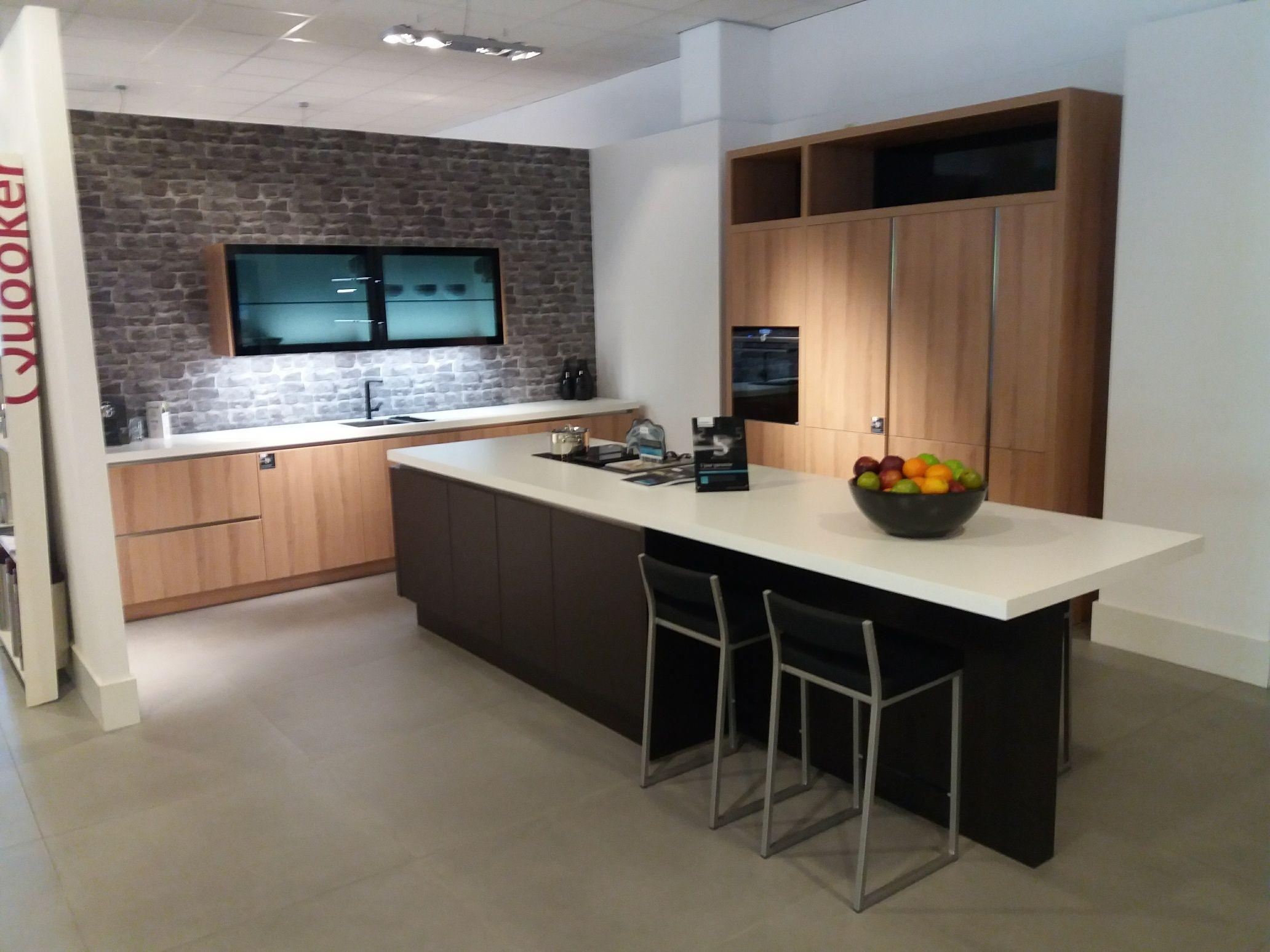 Kookeiland Keuken Houten : Stoere houten keuken met betonnen aanrecht tinello