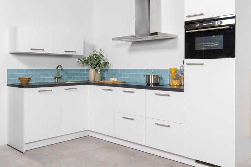 Witte Complete Hoekkeuken.Keukenstekoop Nl Het Grootste Keukenaanbod Van Nederland Witte